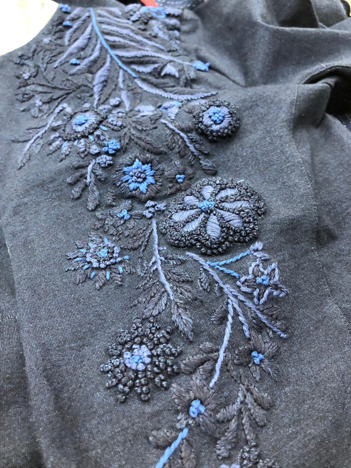 Ricamo indaco per prototipo Infiknity denim knitwear per Arvind