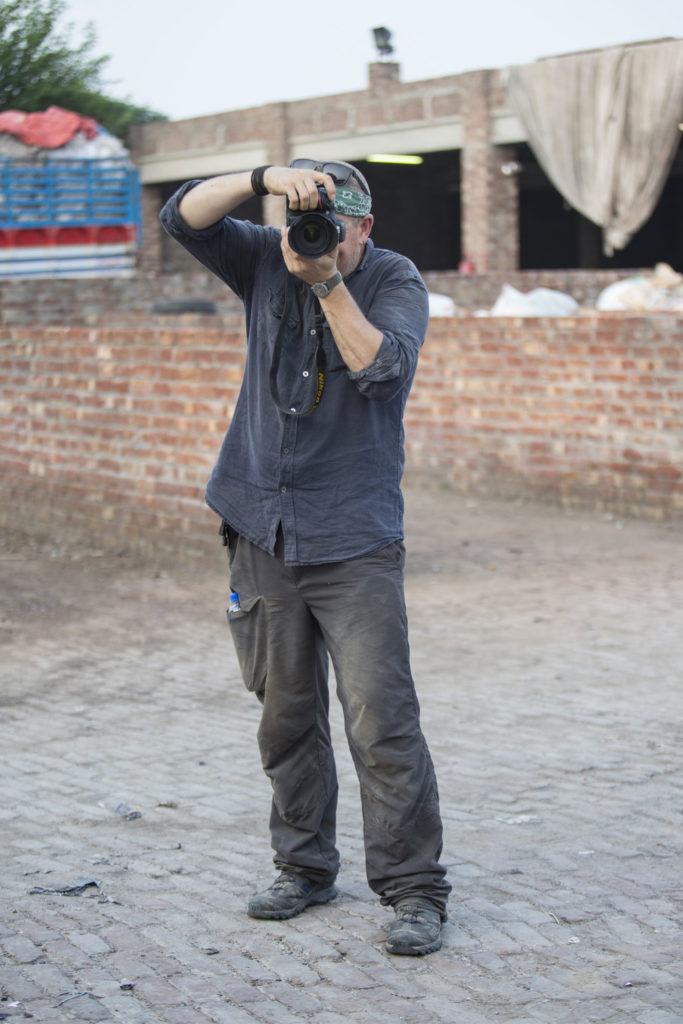 Diego Meneghetti durante il servizio fotografico per Crescent Bahuman Limited
